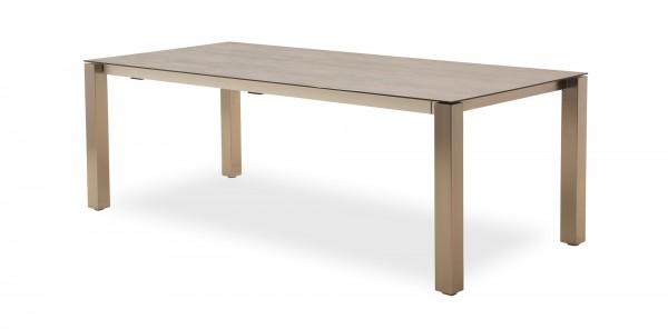 Edelstahl Tische mit Hightech-Keramik